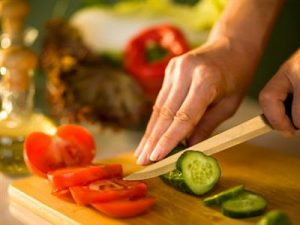 woman-cutting-vegetables